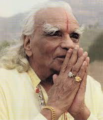 alt=iyengar yoga founder bks iyengar