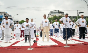 Prime Minister KP Sharma Oli (centre) and his wife Radhika Shakya (second from left) including Deputy Prime Ministers, lawmakers and high level officials practise yoga at a programme jointly organised by Government and IYD Main Organising Committee to mark the International Yoga Day, at Durbar Marg in Kathmandu on Tuesday, June 21, 2016. PHOTO: Balkrishna Thapa Chhetri/THT